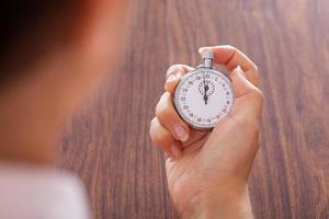 cronômetro na mão feminina foto