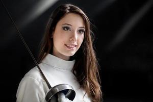 jovem esgrimista feminina