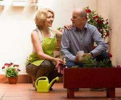 florista feminina com cliente foto