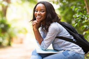 estudante universitário afro-americana foto
