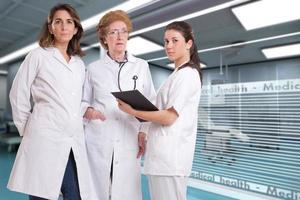 funcionários do sexo feminino no hospital