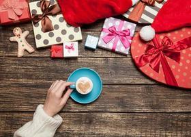 xícara de café de exploração feminina foto