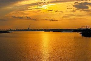 pôr do sol em arkhangelsk foto