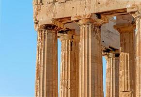 colunas do templo na acrópole foto