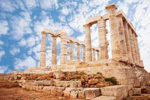 templo de poseidon na vista do cabo sounion foto