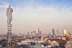 Milão novo horizonte 2013 ao pôr do sol foto