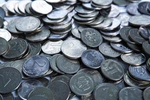 bando de rublos russos em forma de moedas foto