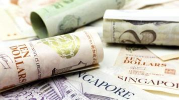 cingapura dólares em dinheiro papel cédula. moeda monetária asiática. foto