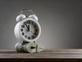 conceito de negócio de dinheiro de tempo foto