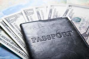 viajando para o exterior com dinheiro foto