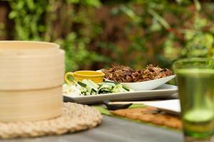 pato aromático chinês crocante ao ar livre foto