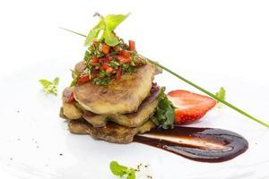 oie gras decorado com morangos foto