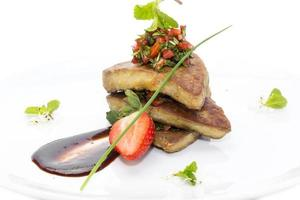 foie gras decorado com morangos