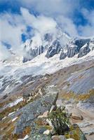 Peru - pico de tawllirahu em cordilheira blanca