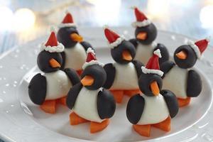 lanche de pinguins de azeitona foto