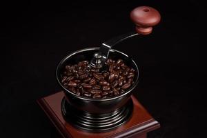 moedor de café e grãos de café