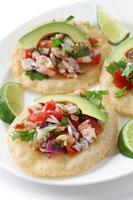 tostadas de ceviche, comida mexicana foto