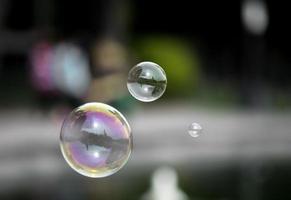 bolhas de sabão voando foto