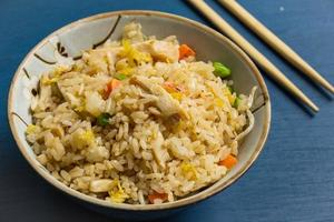 arroz frito de frango foto