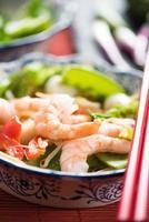 comida do mar comida mein prato de estilo asiático