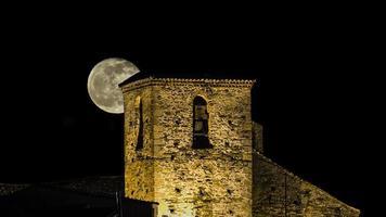 lua e campanário foto