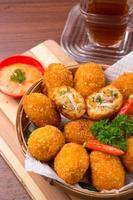 croquetes de frango e legumes fritos