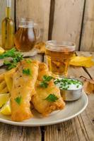 peixe e batata frita foto