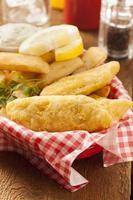 peixe e batatas fritas tradicionais