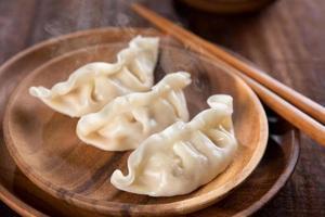 deliciosos bolinhos de prato chinês foto