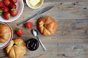 croissant no café da manhã foto