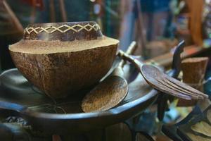 pratos de coco artesanais. recordações. foto