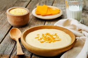 polenta com queijo cheddar foto