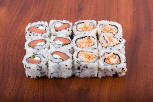 rolos - comida japonesa foto