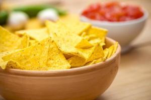 nacho chips e salsa foto