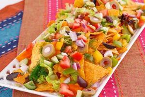 nachos e legumes foto