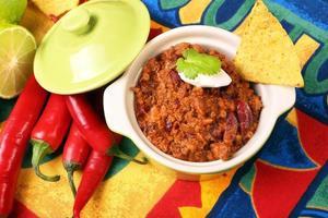 chili com carne e nachos