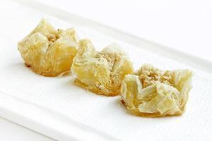 foco de baklava delicioso escamoso crocante no meio