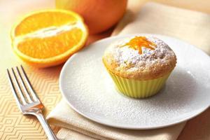 muffin de queijo cottage com raspas de laranja foto