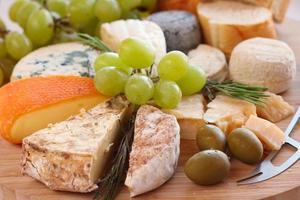 vários tipos de queijo foto