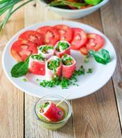 rolo vegetariano de crabstick - recheio de tofu de peixe foto