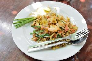 pad thai, macarrão de arroz frito, é um dos pratos nacionais da