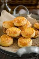 pogacse - petiscos de queijo húngaros foto