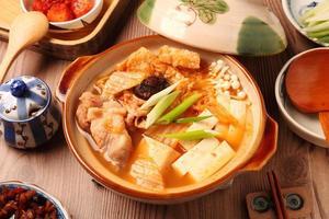 panela quente de kimchi foto