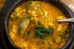 sopa coreana de frutos do mar hae-mul soondooboo