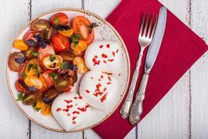 salada de tomate com mussarela foto
