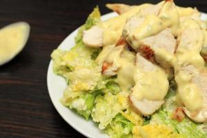 salada de frango caesar foto
