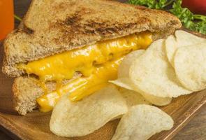 sanduíche de queijo chedder grelhado foto