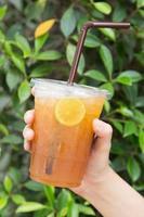 chá gelado com limão foto