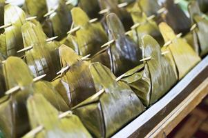folha de bananeira, um recipiente natural para alimentos foto