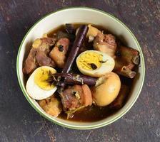 ovos cozidos cozidos com carne de porco foto